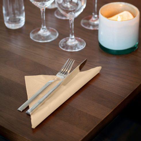 477583 Tork Soft Dinner szalvéta Csontszín
