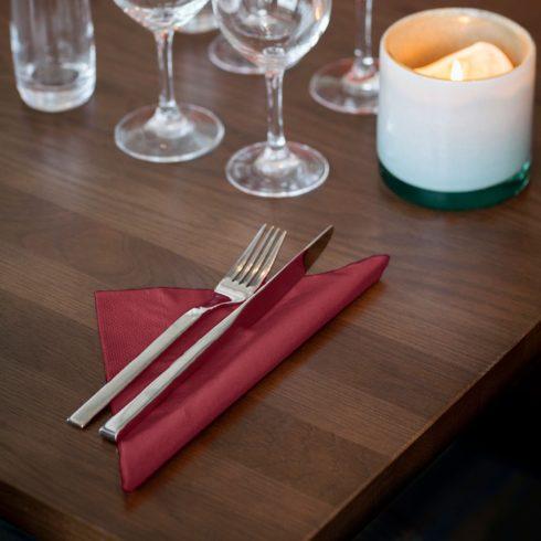 477599 Tork Soft Dinner szalvéta Bordó