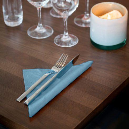 477905 Tork Dinner szalvéta Világoskék