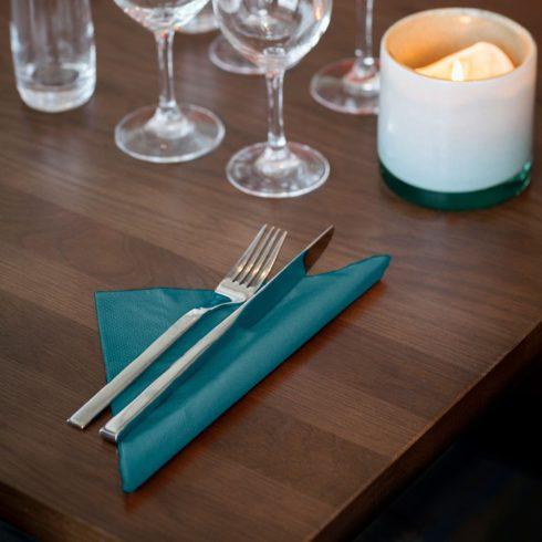477906 Tork Dinner szalvéta Kékeszöld